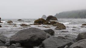 横跨有雾的北加利福尼亚海岸的平底锅 影视素材