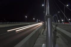 横跨桥梁的交通在黄昏3 免版税库存照片