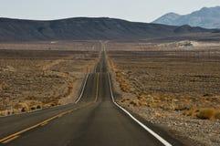 横跨沙漠的Route190 免版税库存图片