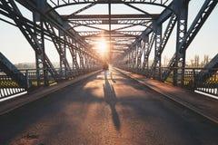 横跨河的早晨步行 库存图片