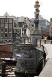 横跨河的老桥梁 免版税库存图片