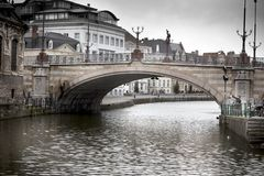 横跨河,圣迈克尔的曲拱桥梁 图库摄影