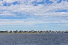 横跨波托马克河的开启桥连接弗吉尼亚和马里兰状态 免版税图库摄影