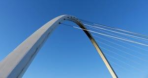 横跨泰恩河的千年桥梁 库存照片