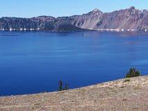 横跨湖到海岛 免版税库存照片