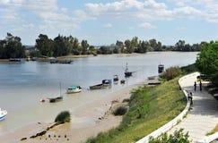 横跨瓜达尔基维尔河河的渡轮,它穿过Coria del RAoo,塞维利亚, AndalucÃa,西班牙 免版税库存照片