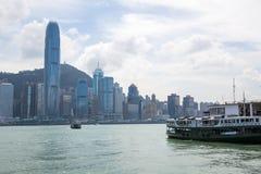 横跨维多利亚港口的香港地平线 免版税库存图片