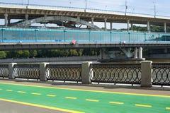 横跨莫斯科河的桥梁 库存图片