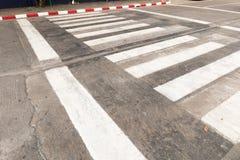 横跨街道的步行 免版税库存图片