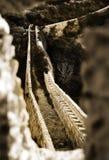 横跨谷的石桥梁 免版税库存图片
