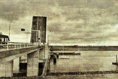 横跨运河的吊桥在荷兰 库存照片