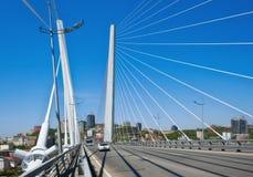 横跨金黄垫铁的桥梁 俄国符拉迪沃斯托克 22 05 2015年 免版税库存图片