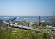 横跨阿穆尔河的哈巴罗夫斯克桥梁 库存图片