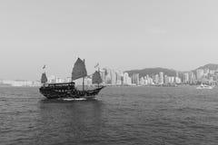 横跨维多利亚港口的风船 免版税库存照片