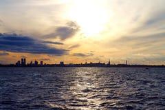 横跨水的塔林都市风景 图库摄影