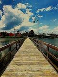 横跨水的道路 免版税图库摄影