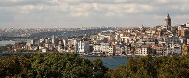 横跨Bosphorus的伊斯坦布尔,土耳其风景 免版税图库摄影