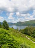 横跨Derwent水的看法对Castlerigg下跌,并且Bleaberry下跌湖区英国英国 图库摄影
