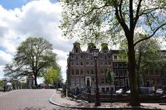 横跨Herengracht运河的桥梁,阿姆斯特丹,荷兰,荷兰 免版税库存图片