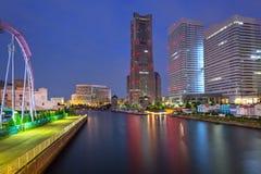 横滨市都市风景在晚上 免版税库存照片