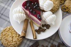 樱桃乳酪蛋糕用曲奇饼01 免版税库存照片