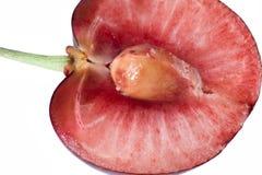 樱桃剪切一半查出成熟白色 图库摄影