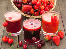 樱桃和草莓汁 库存图片