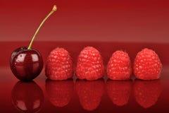 樱桃四一莓 库存照片