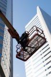 樱桃在一座现代办公楼前面的捡取器桶 免版税库存照片