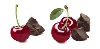 樱桃在白色背景3隔绝的打破的巧克力选择 免版税库存照片