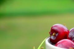 樱桃接近的红色 免版税库存照片