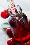 樱桃新鲜的汁 免版税库存图片