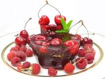 樱桃点心果冻莓 免版税库存照片