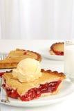 樱桃牛奶饼 图库摄影