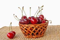 樱桃篮子  图库摄影