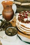 樱桃蛋糕用清凉茶 免版税图库摄影