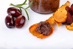 橄榄凤尾鱼汤-由卡拉迈橄榄和菜c做的橄榄色的浆糊 库存图片