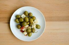 橄榄和希腊白软干酪 免版税库存图片