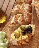 橄榄和面包 图库摄影