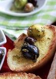 橄榄和面包 库存图片