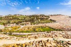 橄榄山和老犹太公墓在耶路撒冷,以色列 免版税库存照片
