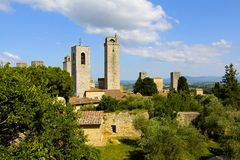 橄榄树和塔,托斯卡纳,意大利 图库摄影