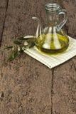 橄榄油和橄榄树枝 库存图片