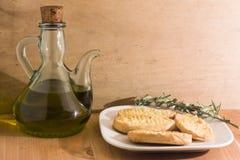 橄榄油和面包 免版税库存图片