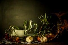 橄榄油和食品成分静物画 库存图片