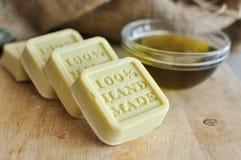橄榄油手工制造肥皂 免版税库存图片