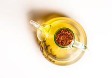 橄榄油蒸馏瓶射击从上面 库存照片