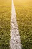 橄榄球体育的,橄榄球场,足球场,团体性运动纹理绿草样式 对此的白色条纹 关闭 库存图片