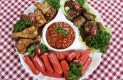 橄榄球党食物盛肉盘 图库摄影
