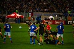 橄榄球卡托利卡比赛所有黑的意大利- 库存照片
